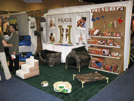 "Davison products & pet inventions get kudos and ""Hugs"" at huge Pet Expo"